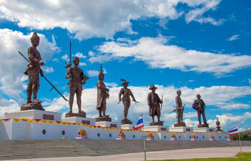 Seven-Kings-statues-at-Ratchapakti-Park-in-Hua-Hin